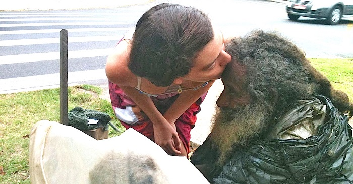 She stopped to talk to this homeless person every day, until he gave her a piece of paper that changed his life forever!