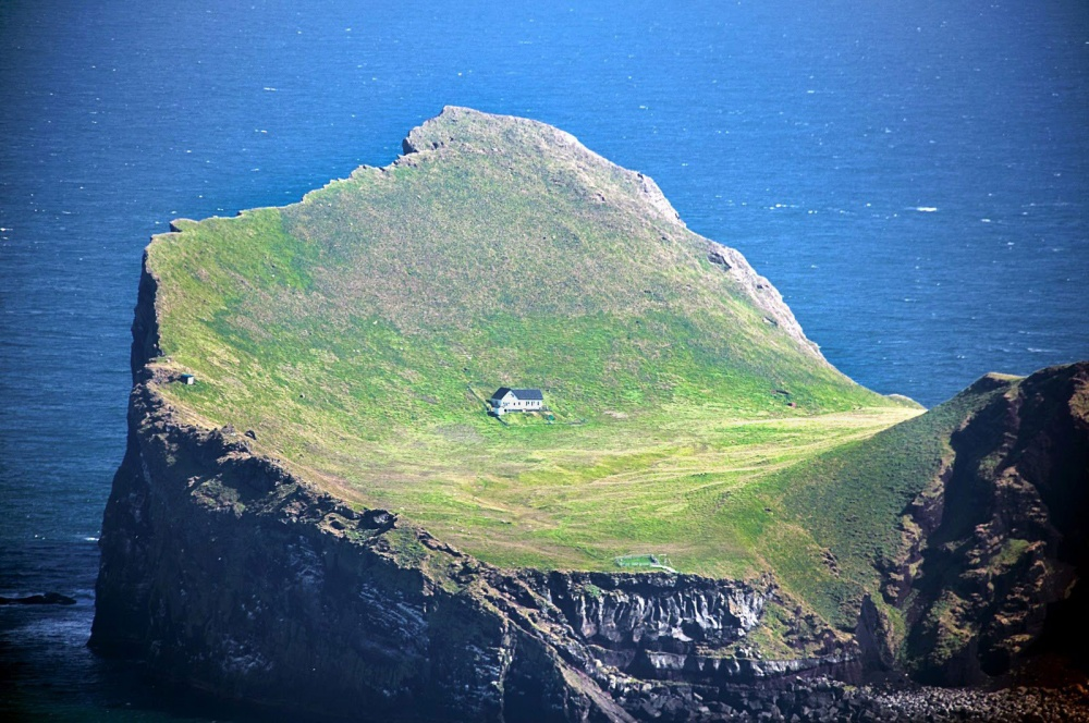 18 perfect houses around the world for people who love isolated places