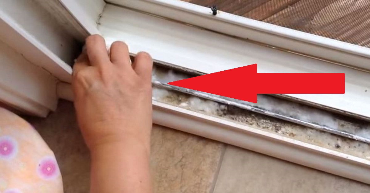 Her sliding window rail was filthy, so she exposed a genius trick that amazed cleaning lovers all over the world!