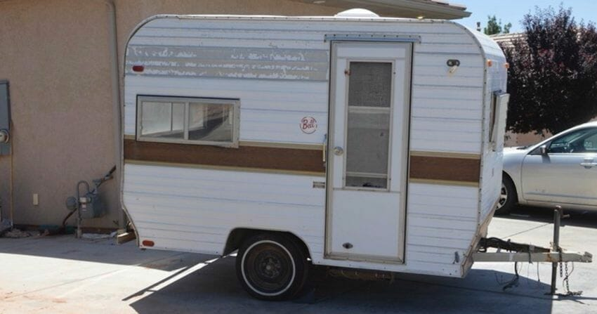 A bored mother bought a caravan for $1000 - four months later the makeover was complete!
