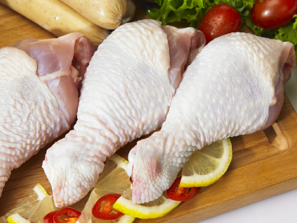 Experts warn: here is why you should never wash chicken before cooking it