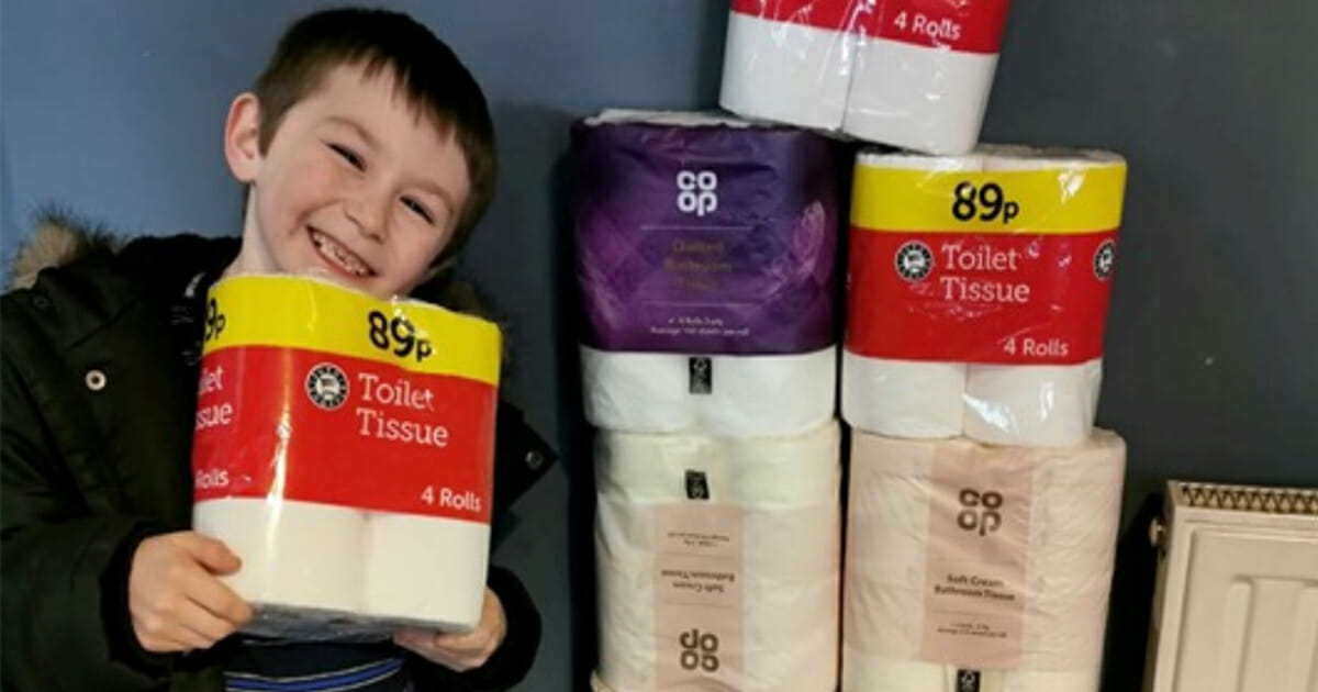A 7-year-old used his pocket money to buy toilet papers for the elderly who are in isolation due to the coronavirus
